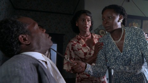 Whoopi Goldberg holds a knife to Danny Glover's throat in 'The Color Purple'